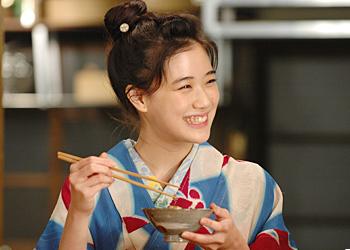 ドラマ「おせん」の中では、蒼井優さんがとってもかわいくおしゃれにアンティーク着物を着こなしてらっしゃいました。