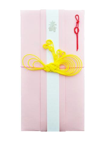ネオンカラーが効いたご祝儀袋は、みょうが結びをアレンジした解けないリボン結び。鮮やかな黄色の水引と淡いピンクのコントラストがキレイです。