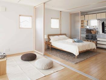 現在は廃盤となってしまった、タモ材のベッド。ヘッドの