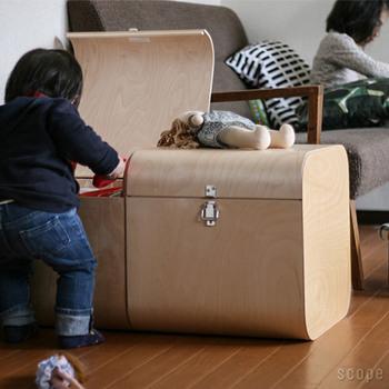 子供部屋に置いて使うのは勿論、リビングに置いて、子供が毎日遊ぶオモチャなどを収納しておくのにとても便利です。 子供達がベンチとして座っても可愛らしいですよね♡