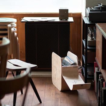 雑誌や書類の収納にも活躍します! 普段、よく読む雑誌などの収納にしても便利ですよね…