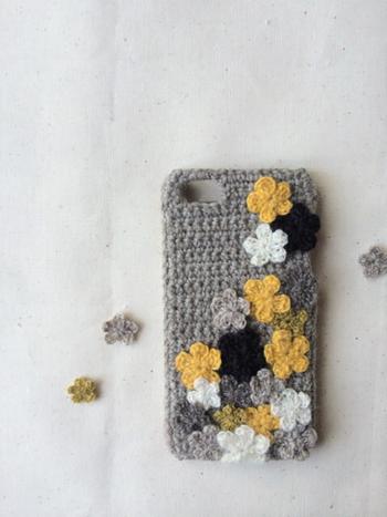 これからの季節にかわいい毛糸素材。お花モチーフがたっぷり散りばめられていてお花畑みたい!