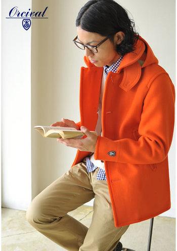 メンズも楽しめるユニセックスなPコートです。目を引くビビッドなオレンジで、皆とは一味違うお洒落を楽しみたいですね♪