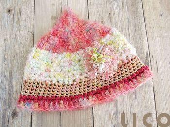 ピンクや赤をたっぷり使って、あたたかな雰囲気。 これから寒くなる時期にかぶせてあげたいですね。