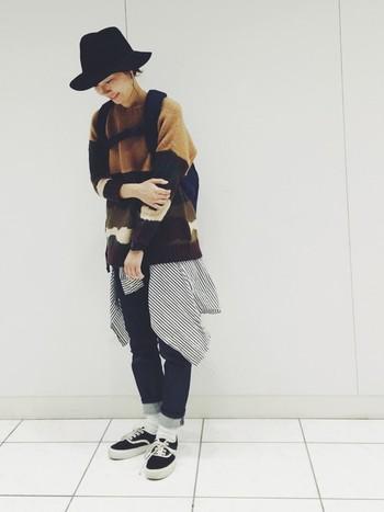細めのパンツと黒スニーカーのつなぎに。 白ソックスを履くことで、重くなりがちな秋コーデも 爽やかな印象に仕上がります。