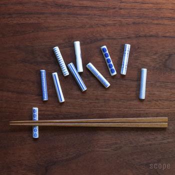 東屋の印判箸置。シンプルな形に日本の文様をモチーフにした印判が映える、美しい箸置きです。