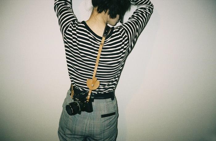 大切なカメラだからこそ、とっておきの小物を。 モノグラムには、そんな要望に応えてくれるアクセサリーが豊富です。
