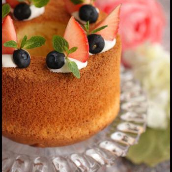 お菓子作りの強い味方、ホットケーキミックスを使ったレシピ。しっとりもっちりさせるために米粉が入っています。
