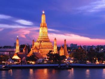 タイの首都、バンコク(クルンテープ)。日本人向けのカルチャー教室も充実しています。カービングの先生は、年に1~2回はタイに行かれて新しい技術やデザインを学ばれる方が多いです。