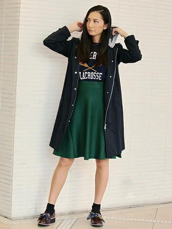 流行カラーのスカートなどトレンドを押さえたアイテムも常備されているのがうれしいですね。