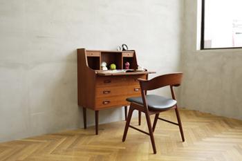 チェストとデスクの機能を併せ持った家具「ビューロー」。これ一つでお部屋が外国風に変身します!
