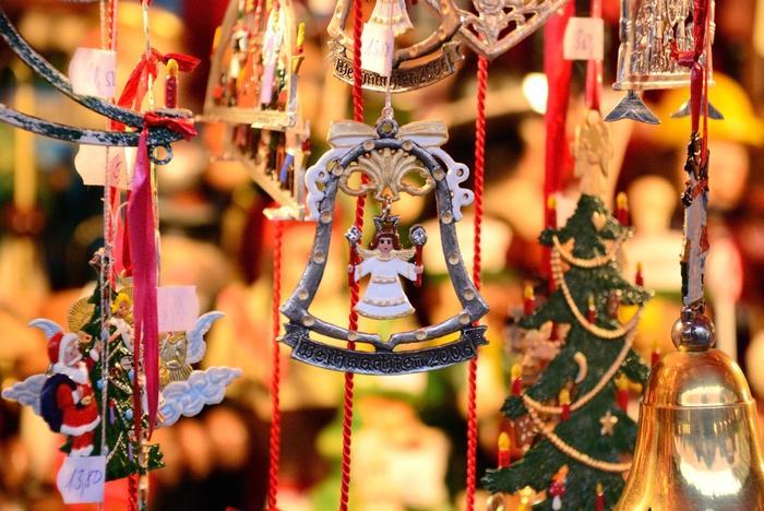 金色の冠を戴いた天使は、ニュルンベルクのクリスマスマーケットのシンボル。