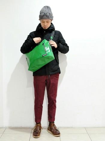 メッセンジャーバッグ「JOE」タイプ。 収納ポケットが他タイプに比べて多いことで、より多くの荷物をよりスマートに収納できます。
