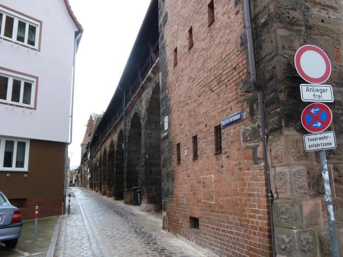 旧市街地に残る城壁