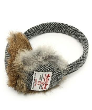 イヤーマフ  冬の寒いときの必需品。 イヤーマフを使った可愛いコーデもできます。 上品なハリスツイードだから子供っぽくならず、人気の商品です。