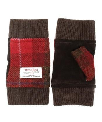 ミテーヌグローブ  ツイードと山羊革で作られたグローブ。 あたたかく作られていますが指先が出ているデザインなので便利です。 冬でもアクティブに活動することが楽しくなりそうなグローブですね。