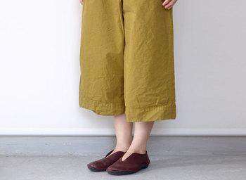 革製品なので使い込むごとに味が出てきて、足に馴染んでくれるそうですよ。