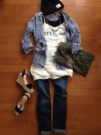 一年中使いまわせるチェックシャツ。 女性らしくも、メンズライクにも着こなせる万能アイテムです。