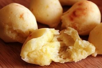 マッシュポテトと米粉と片栗粉を混ぜた生地にチーズが入ったメニュー。食材のラインアップだけで美味しいのがわかりますね!