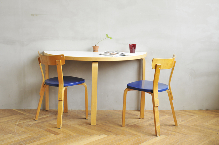 背もたれ付きの椅子と一緒に使えば、よりくつろげますね♪