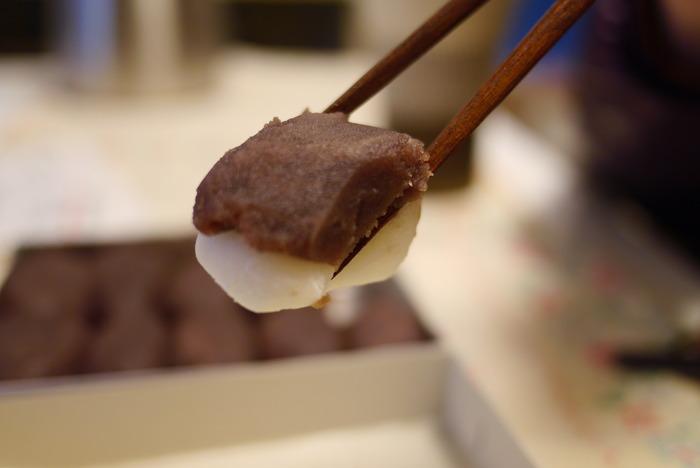 名物は店名にもなっている「権五郎力餅」です。しっかり歯ごたえのお餅にたっぷりのこし餡がのっています。 他にも求肥力餅や期間限定の草餅も絶品! 添加物不使用なので賞味期限は当日中です。甘すぎずシンプルで上品な和菓子を堪能してみてください。