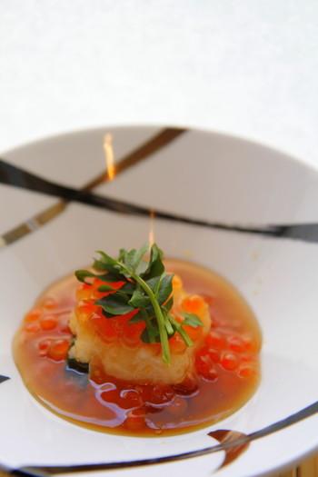 本格的な和食を手頃に体験したい方には、ランチタイムの小懐石をオススメします。出汁の素晴らしさに感動するはずです。