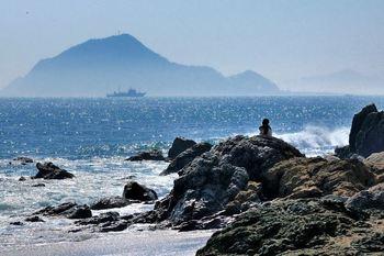 【神島】 周囲はおよそ4Kmの小さな島。 島のてっぺんには八代神社という神社があります。