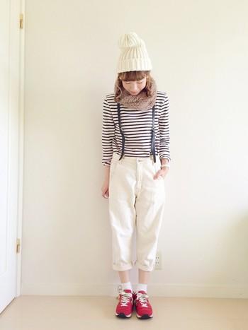 まだまだ流行中のホワイトパンツと合わせて♪ 冬の爽やかマリンスタイルの完成です。