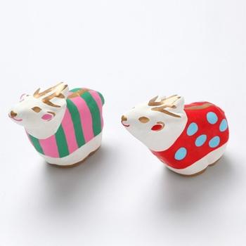 お正月までずっと飾っていたい、「春日部張子人形店」とともに作った、鹿の張子。 日本の郷土玩具だった張子を現代風に可愛らしくアレンジしています。まるで笑っているような鹿の表情もかわいいですね。