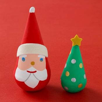 新潟県の伝統的な民芸品である「三角だるま」。もとは、わら帽子をかぶった雪ん子の姿を表していると言われているそう。 そんな三角だるまを今も作り続けている「みなと人形本舗」作ったのが、「サンカクロース」!