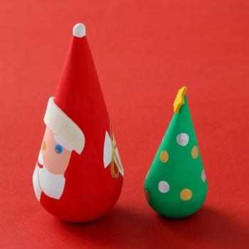 三角だるまのシルエットはまさにサンタクロースとツリーにぴったり! ころんと可愛らしい形。背中までかわいいんです!