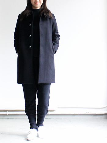 """毎日の生活の中で長く着ることができる""""ちょっとスペシャルな服""""を提案するブランドTRAVAIL MANUEL(トラバイユマニュアル)のゆったりと履けるウールウォーマーパンツ。決まり過ぎないこの抜け感が、より大人の女性らしさをUPさせてくれます。"""