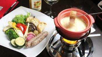 小田急線の町田駅から徒歩3分の場所にある「フォンティーナ チーズ ダイニング」  お酒と相性ぴったりなチーズフォンデュが味わえます。