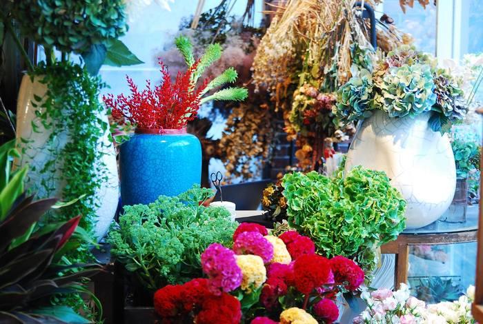 造花やドライフラワー、多肉植物、プリザーブドフラワーを使ったブーケは、個性的で唯一無二のものばかり。