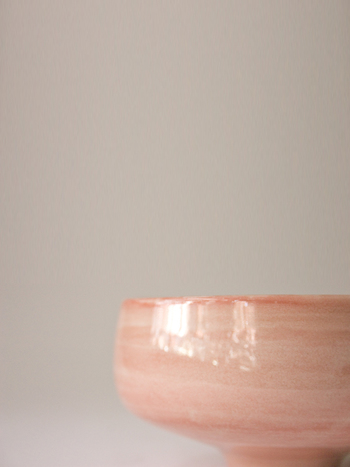 うるうるして本当に美しい陶器です。