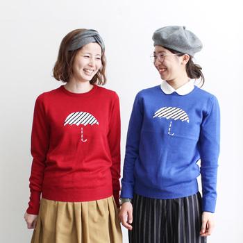 日本人女性2人のデザイナーが手掛けるブランドdahl'ia(ダリア)のアンブレラモチーフセーター。原色の生地に白黒ストライプの傘がかわいい♡今年の流行ミモレ丈スカートやアンクルパンツにぴったり。