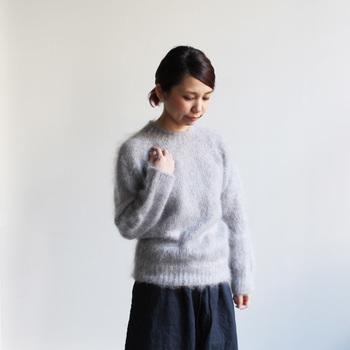 ふわふわで手触りがとっても良さそうなHarley of Scotland(ハーレーオブスコットランド)のモヘアクルーネックセーター。ベーシックな形なのでどんなファッションにも合いそう。