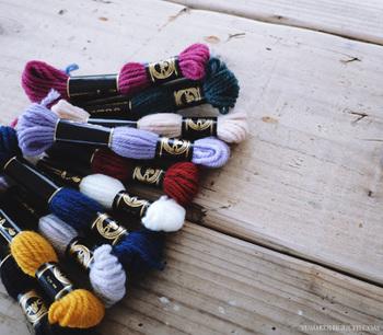 こちらが使用している糸。 普通の刺繍糸より太いので、柔らかくあたたかな雰囲気に♪