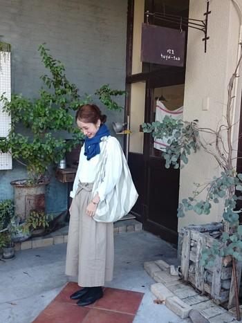 YAECAのワイドパンツでぽかぽか暖かく♪ 冬でもナチュラルファッション、楽しみたいですよね。