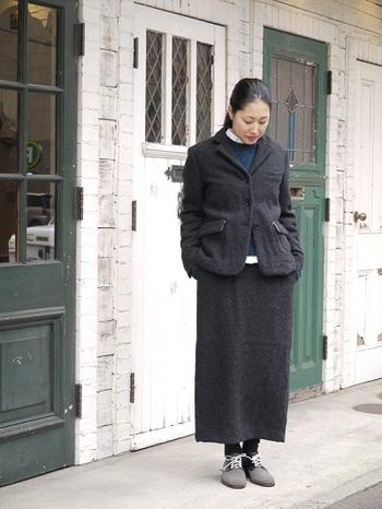 真冬にもぴったりのウールジャケット。 同じ色合いのスカートを合わせてもとても素敵ですね^^