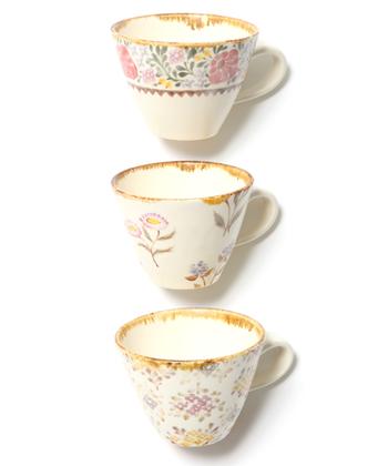たっぷりしたミルクティーやカフェオレが似合うマグカップ。