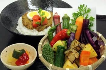 「鎌倉野菜市場 かん太村」同様、株式会社鎌倉リーフが運営するお店。 こちらの「かん太カレー」は鎌倉野菜が別盛りで提供される、超モリモリのドッキリカレーです。 是非こちらのカレーもご賞味してみてください!
