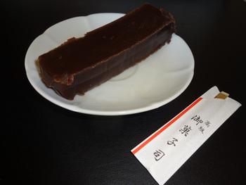 「滴 SHIZUKU」の種類も豊富。  基本は、「角」と同様に、和三盆糖。他に、塩,レモン,チーズ,チョコレート,松の実。  【画像は、チョコレート】