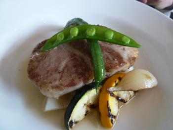 メインディッシュも、鎌倉野菜とのコラボレーション。