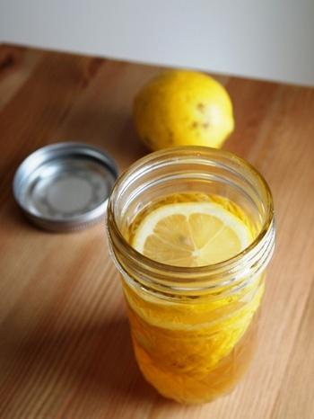 国産レモンが手に入ったら、皮つきのままで作りましょう! 身体に染み込む自然の甘酸っぱさで、疲れた身体も癒やされます♡