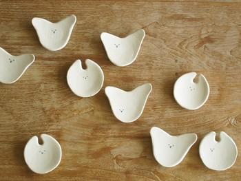 「とりドローイング小皿」  テーブルの上に鳥が羽ばたいているように。 お茶菓子や薬味を乗せたり、アクセサリー入れなどに。