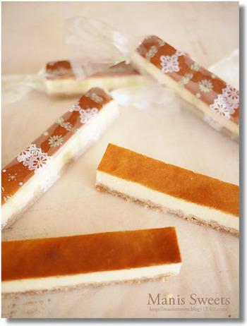 100円SHOPで売っている柄入り透明袋を使ってラッピング。シンプルなケーキほど柄が映え、賑やかな雰囲気に。