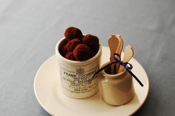 板チョコとカステラで出来る簡単ショコララムボール。 ラムがしっかり使われているので、これだけでもほんのり酔ってしまうかも?