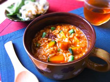和風な雑炊もいいですね。麺つゆがカレーのスパイシーな味わいをまろやかにしてくれます。
