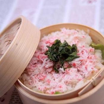 蟹肉と筍のせいろご飯。煮た筍を混ぜたご飯に蟹肉をのせて蒸しただけ。簡単で豪華。しかも美味しい。